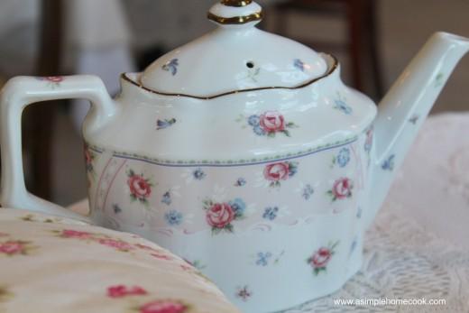 English Rose Tea Room pot