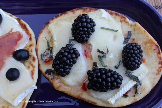 berry flatbread pizza
